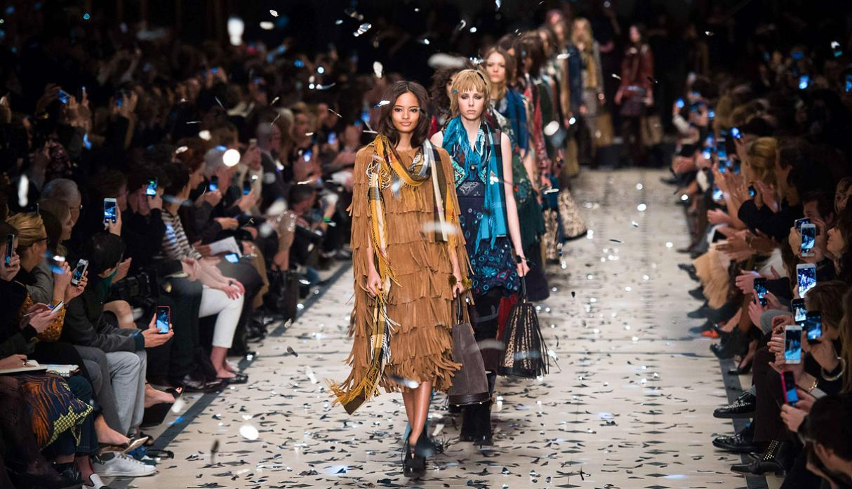 Burberry apuesta por estilo bohemio en Fashion Week de Londres - 8