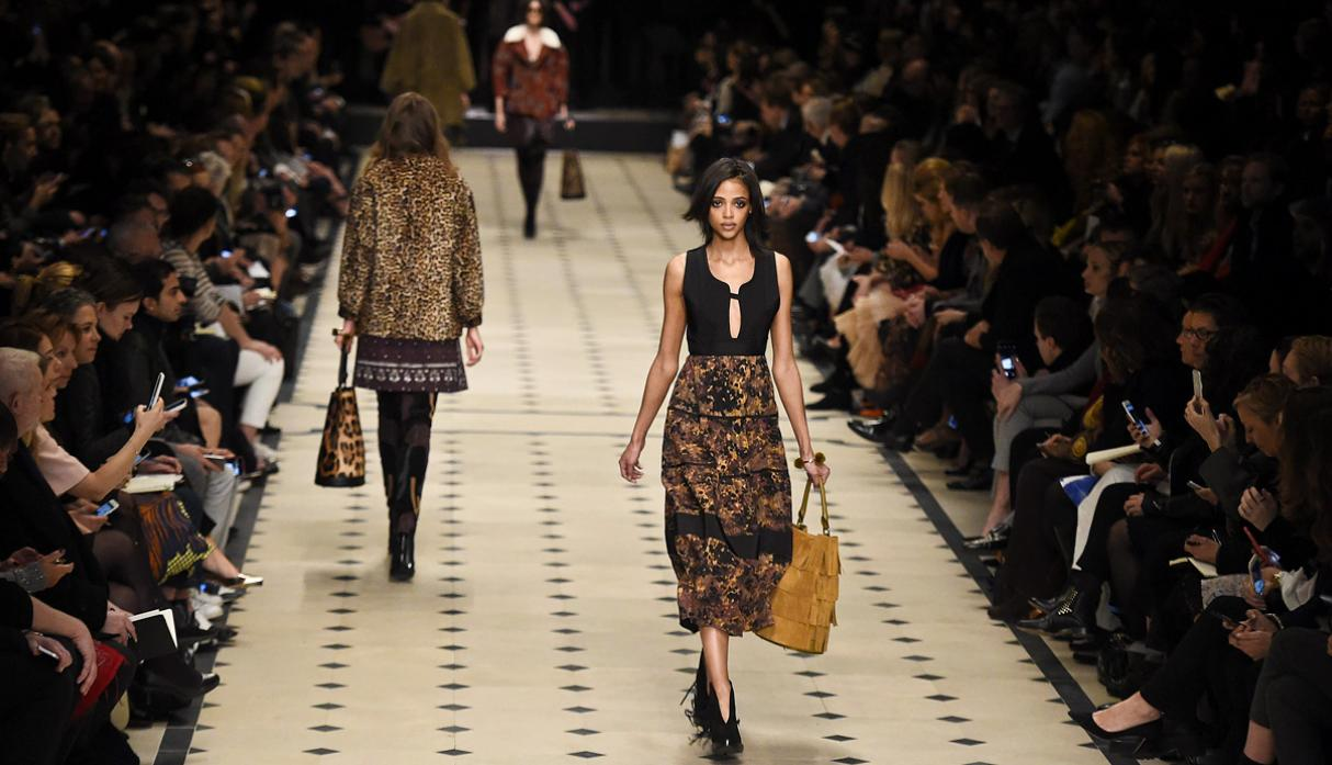 Burberry apuesta por estilo bohemio en Fashion Week de Londres - 12