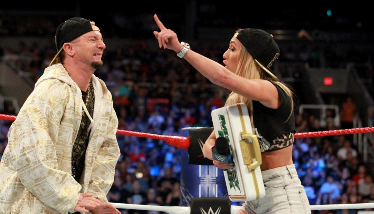 Si Ellsworth no salía del ring Bryan le iba a quitar a Carmella el maletín de Money in the Bank.(Foto: WWE).