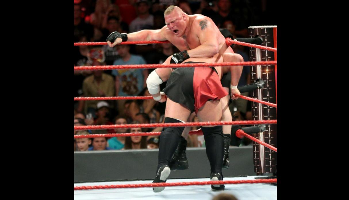 WWE: Brock Lesnar derrotó a Samoa Joe en Great Balls of Fire