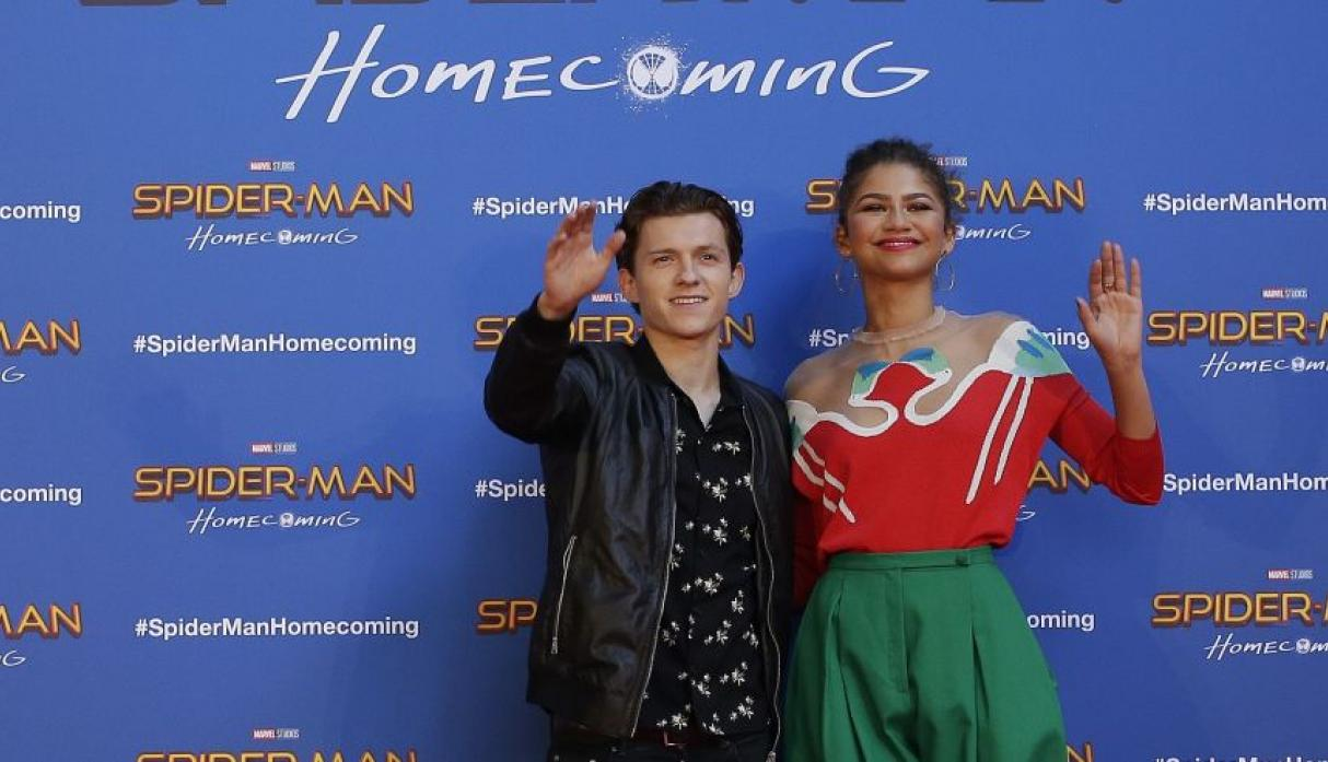 Zendaya descartó el rumor de un supuesto romance con el actor Tom Holland.