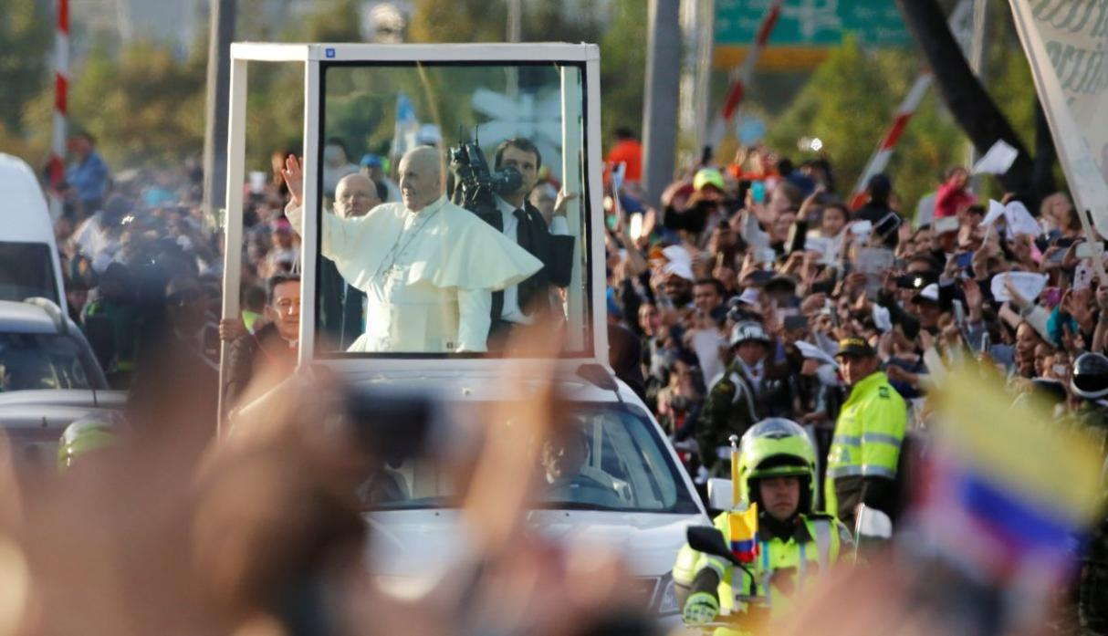 Papa Francisco ya está en Colombia