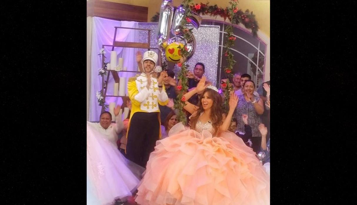 379caf044b YouTube  Thalía se viste de quinceañera para promocionar documental ...