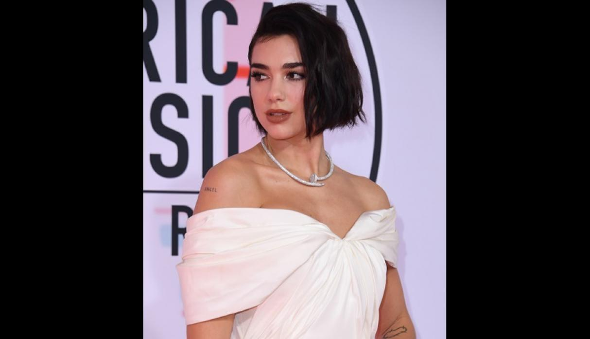 Dua Lipa en los American Music Awards 2018