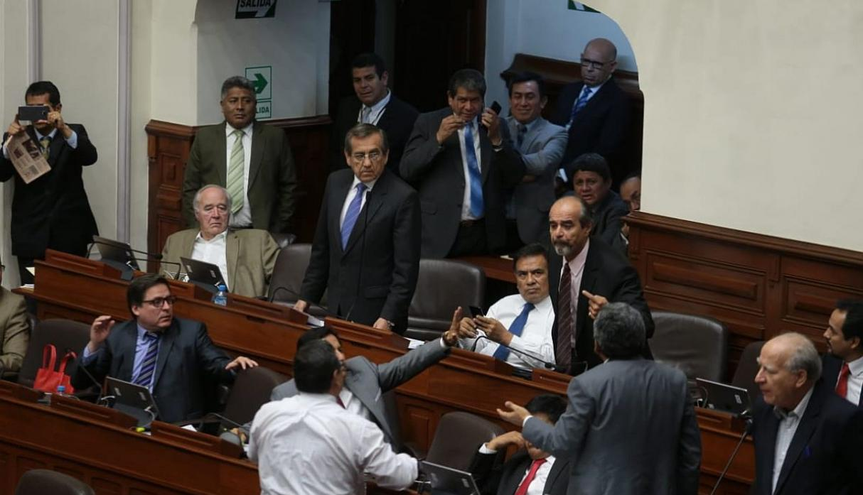 Debate de informe Lava Jato en suspenso por nuevo incidente en pleno