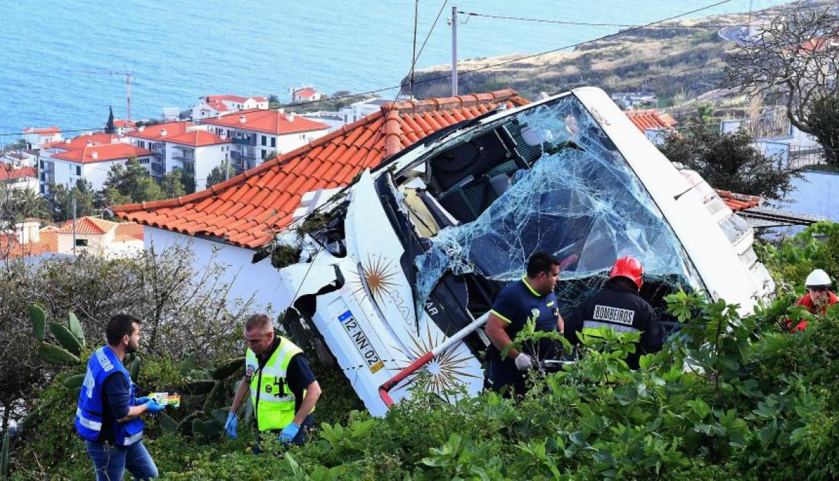 Aumentan a 29 los fallecidos en accidente carretero en Portugal