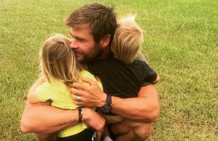 Esposa de Chris Hemsworth revela su lado paternal en Internet