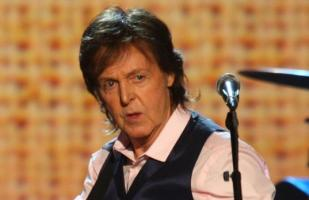 Paul McCartney: venden piano con el que compuso