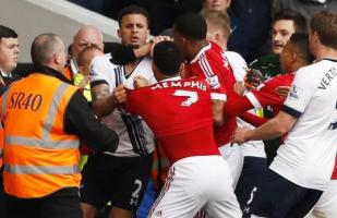 Memphis y Walker casi se pelean en el Tottenham-United [VIDEO]
