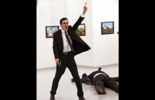 Imagen de asesinato a embajador ruso gana World Press Photo
