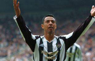 Solano felicitó al Newcastle por su ascenso a la Premier League