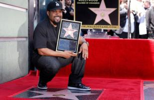 Ice Cube develó su estrella en el Paseo de la Fama de Hollywood [FOTOS]
