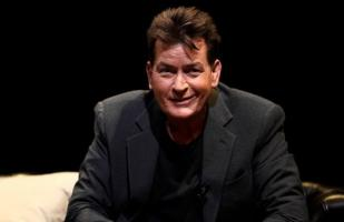 Charlie Sheen es acusado de haber abusado de actor menor de edad