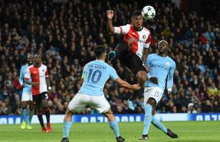 Con Tapia, Feyenoord cayó 1-0 con Manchester City