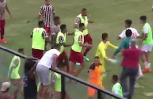YouTube: futbolista bailó previo a anotar gol y desata 'batalla campal' en estadio | VIDEO