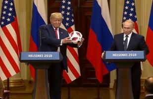 YouTube: Putin le regala la pelota del Mundial a Trump y él la arroja | VIDEO