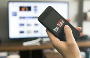 ¿Cómo utilizar YouTube en Smart TV desde un smartphone?