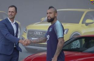 YouTube: Arturo Vidal recibe un lujoso auto en el Barcelona | VIDEO