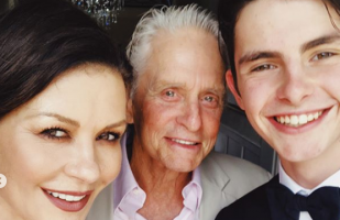 Catherine Zeta-Jones y Michael Douglas se despidieron de su hijo que va a la universidad | VIDEO