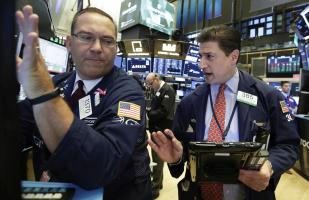 Wall Street cierra con ganancias impulsado por Apple