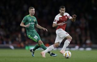Arsenal derrotó 4-2 al Vorskla por la Europa League
