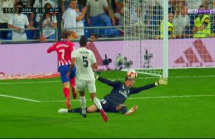 Real Madrid vs. Atlético de Madrid: la gran atajada de Courtois ante remate de Griezmann | VIDEO
