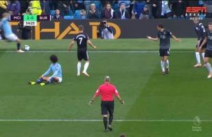 City vs. Burnley: David Silva aprovechó descuido de la defensa y originó jugada del 2-0 | VIDEO