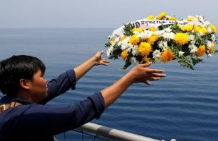Indonesia: Arrojan flores al mar por los fallecidos del avión de Lion Air | FOTOS