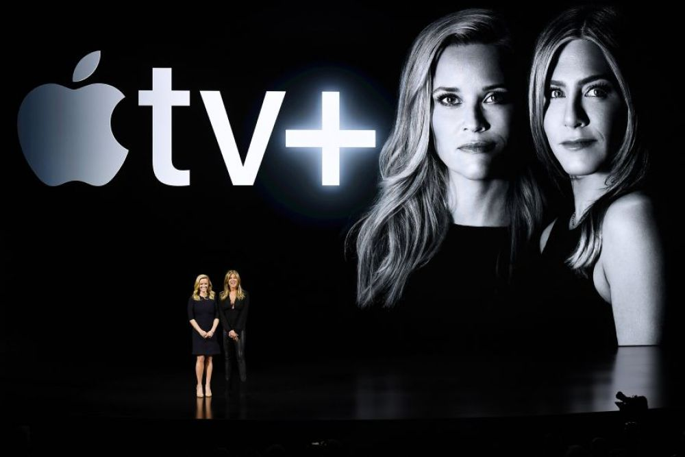 Reese Witherspoon y Jennifer Aniston tienen una serie propia en Apple TV+, The Morning Show. (Foto: Bloomberg)