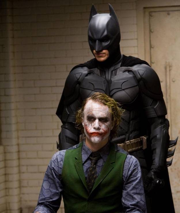 "Heath Ledger y Christian Bale en ""The Dark Knight""."