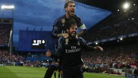 Real Madrid: Isco y Ramos celebraron título con este repentino beso [VIDEO]
