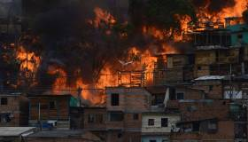 Colombia: incendio en Medellín destruye barriada popular [FOTOS]