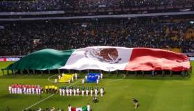 México vs. Chile: ¡Orgullo Tri! Así se desplegó la gigantesca bandera en la Corregidora | VIDEO. (Foto: Captura de video)
