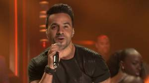 YouTube: Luis Fonsi puso a bailar a Jimmy Fallon con